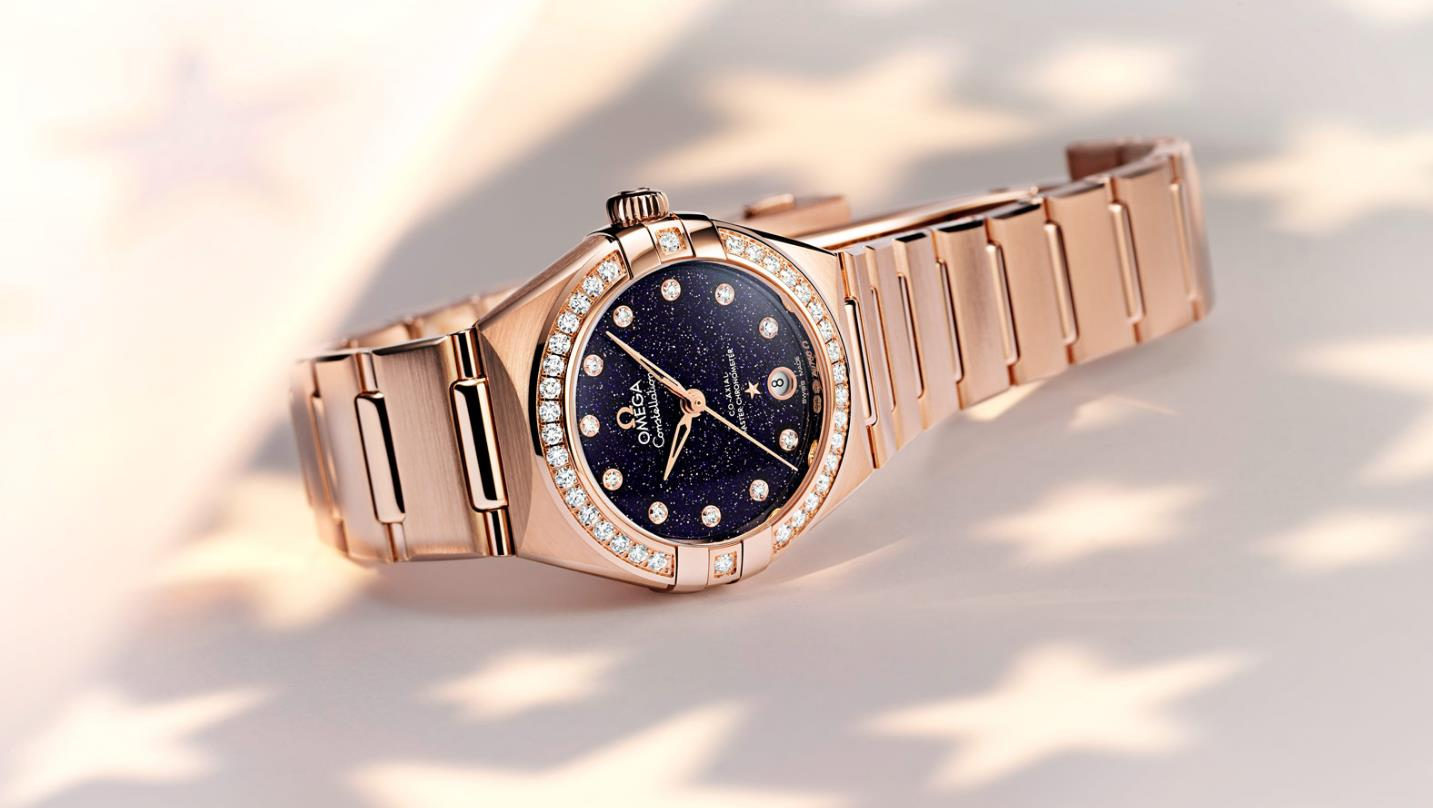 The 29 mm fake watches are made from Sedna® k gold.