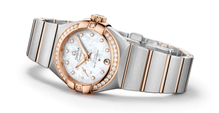 The white dials fake watches are decorated with diamonds.
