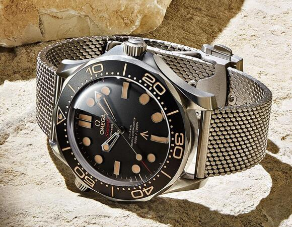The whole Seamaster Diver 300 M looks vintage.